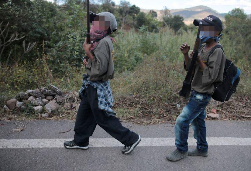 """""""Prefiero un arma para defenderme, que un cuaderno"""", niño de Chilapa"""