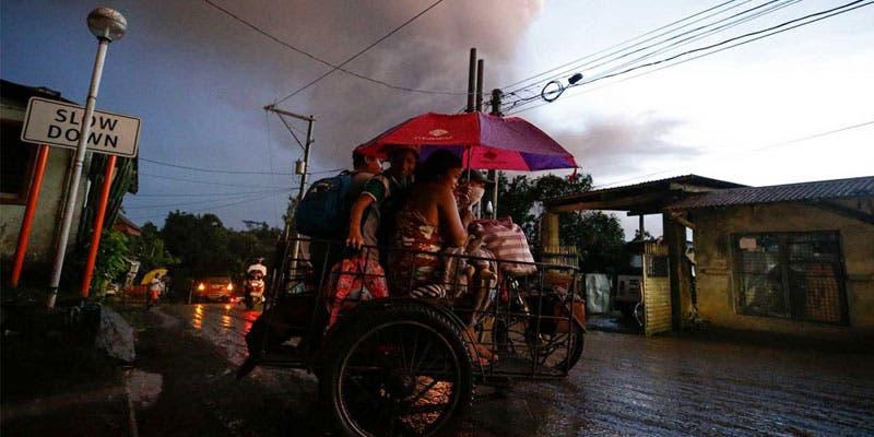 Alerta volcánica: Evacúan a miles en Filipinas.