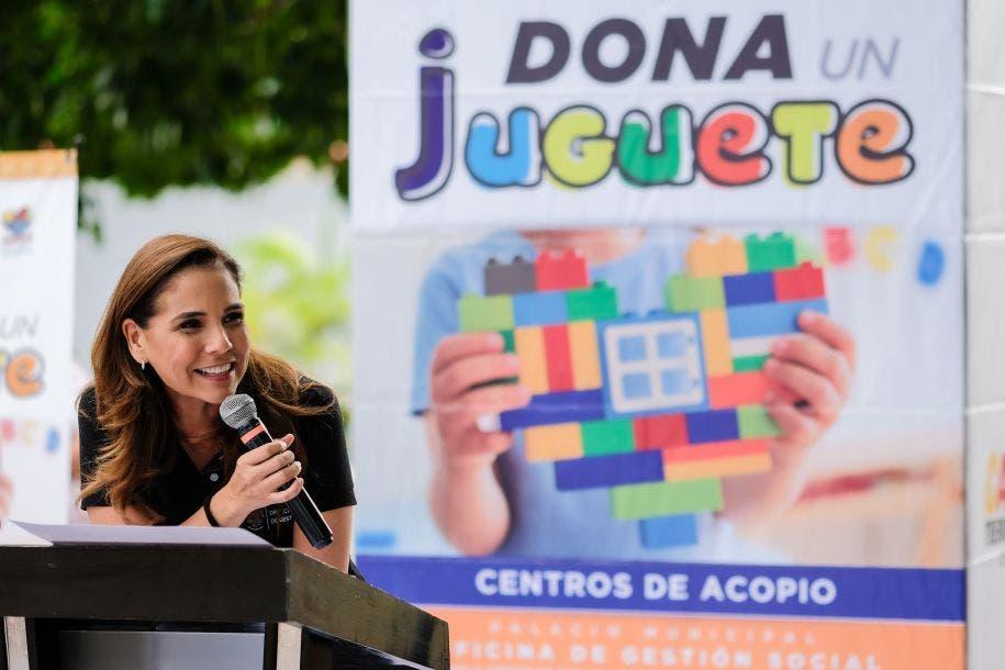 """""""Gracias a muchos ciudadanos que llegaron y donaron, para poder hacer entrega de estos regalos para niñas y para niños. No hay nada más maravilloso que dar. Yo estoy convencida de que dar es mucho más padre que recibir, y es parte de que te lo inculquen tus padres y la vida misma"""", Mara Lezama, Presidente Municipal de Benito Juárez."""