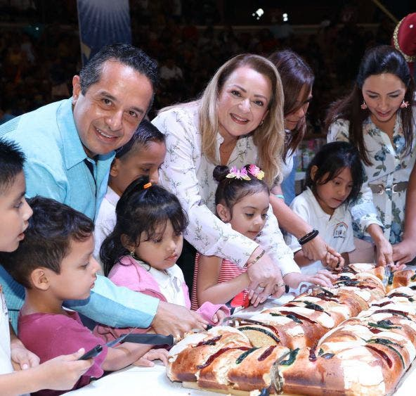 El gobernador de Quintana Roo y la presidenta del Sistema DIF Quintana Roo encabezaron el Festival de Reyes en la Plaza de Toros de Cancún