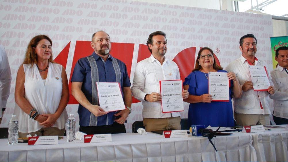 Firma Pedro Joaquin acuerdo de fortalecimiento turístico con ADO