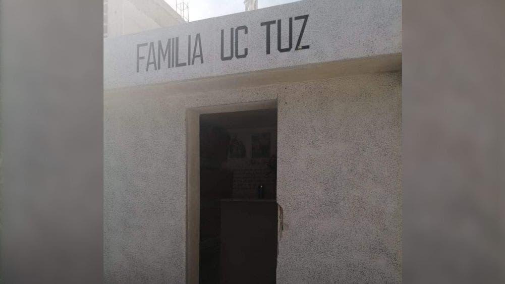 Roban herrería de tumbas del cementerio de Tihosuco