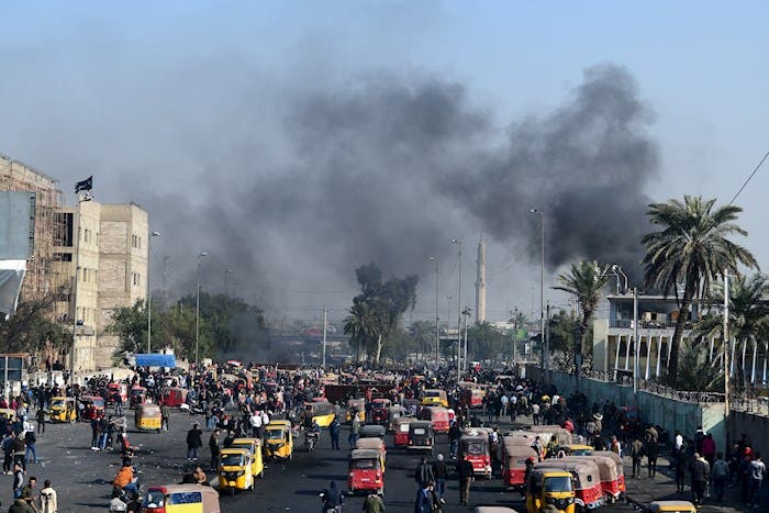 "Manifestantes iraquíes exigen a Estados Unidos: ""fuera tropas""."