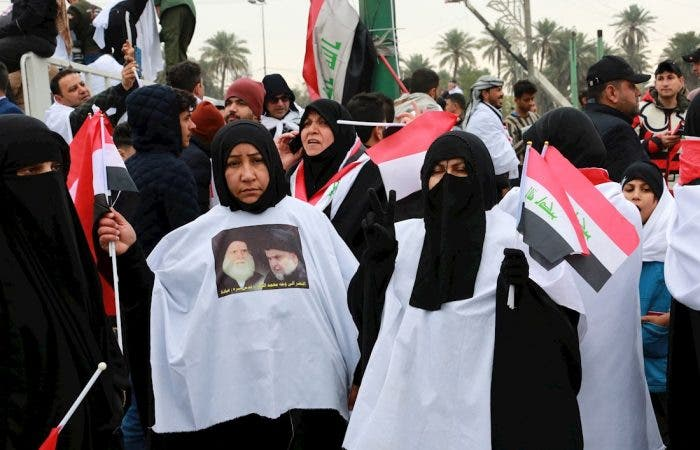 Al menos dos manifestantes murieron este viernes y otros 14 resultaron heridos en enfrentamientos con la Policía antidisturbios en la plaza de Al Kilani en el centro de Bagdad, informó una fuente del Ministerio del Interior.