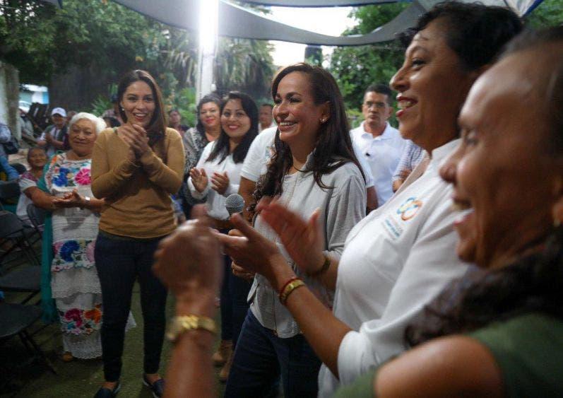La presidente Laura Fernández fue recibida con júbilo por los habitantes de Leona Vicario