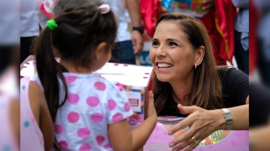 Entrega Mara juguetes a niñas y niños en día de Reyes