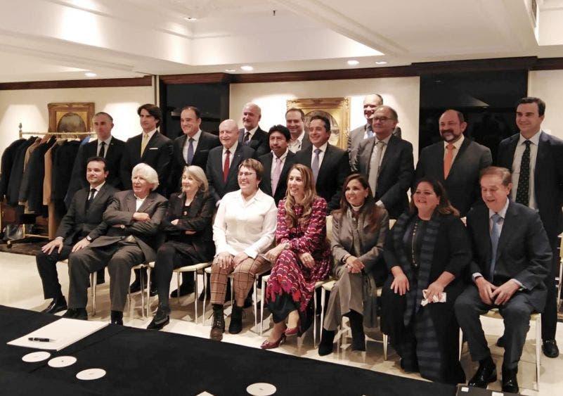 La Presidente Municipal de Benito Juárez (Cancún), Mara Lezama, fue la única alcaldesa de Quintana Roo en presentar la agenda de las actividades del 50 aniversario, durante una reunión del gobernador Carlos Joaquín con InverHoteles.