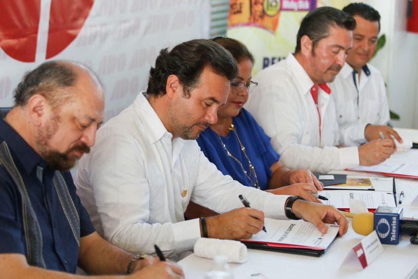 Suscribe el Presidente Municipal con la empresa el Acuerdo por el Turismo, a fin de que se difundan las actividades culturales y deportivas de la isla en los autobuses e instalaciones de ADO, incluyendo el Carnaval 2020
