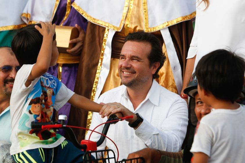 Resalta Pedro Joaquín Delbouis que, gracias a la suma de esfuerzos con el Gobernador Carlos Joaquín González, cientos de niñas y niños cozumeleños disfrutaron la visita de los Tres Reyes Magos, la feria totalmente gratuita, además de concursos, show de botargas y regalos