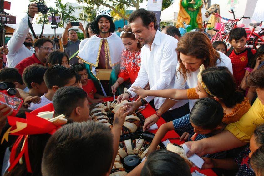 Destaca el Presidente Municipal que, en coordinación con el DIF Quintana Roo, que preside Gabriela Rejón de Joaquín, y el DIF Municipal a cargo de Mary Mar Abad de Joaquín, se realiza el festejo, al que acudieron más de mil personas