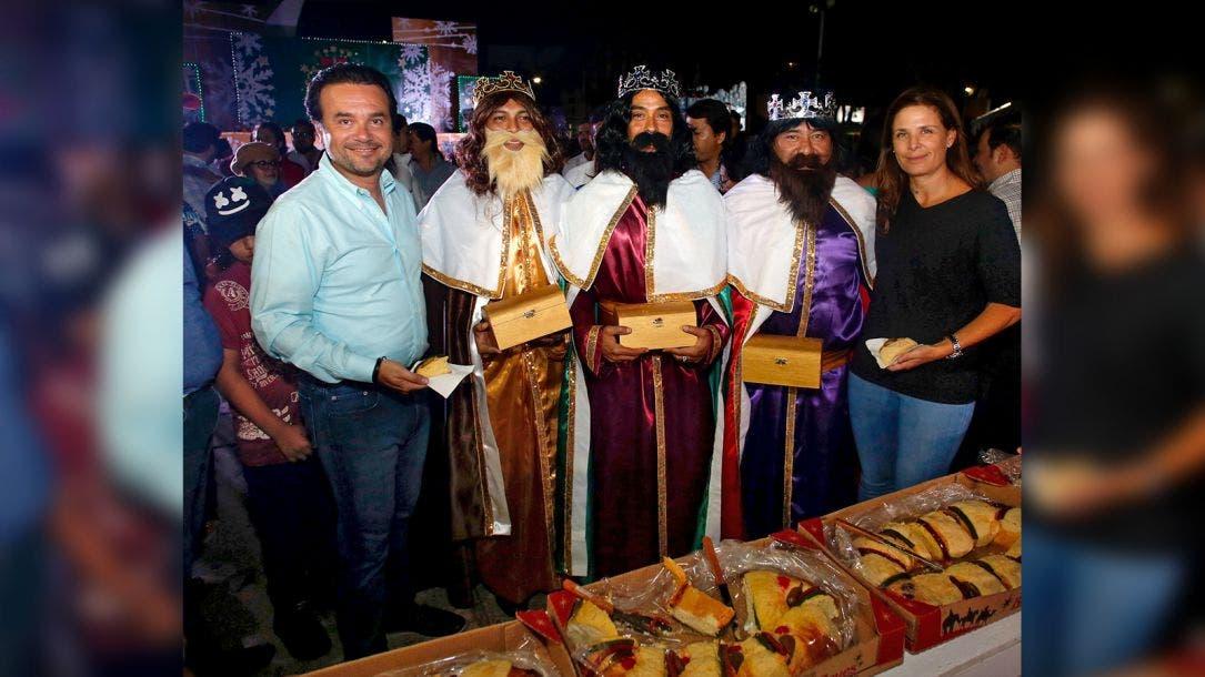 Fomenta Pedro Joaquin tradiciones con corte de rosca de Reyes