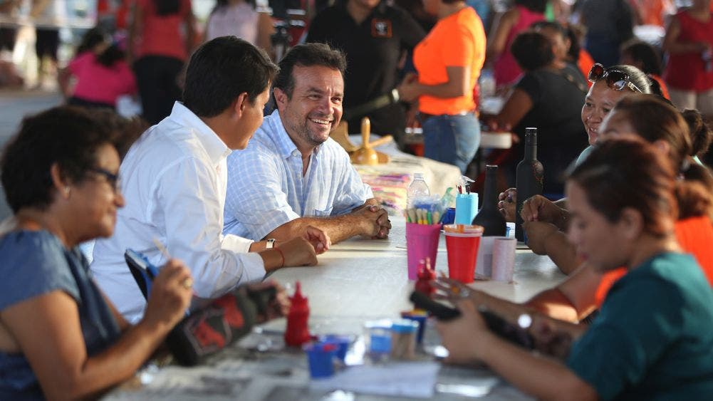 Promueve Pedro Joaquín capacitación de habitantes de Cozumel