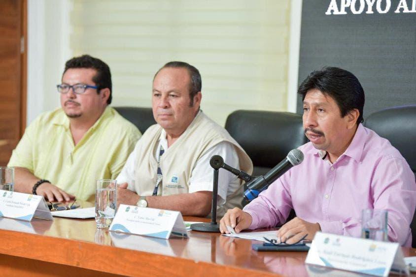En la sesión, invitó a los tulumnenses a aportar información a los encuestadores.