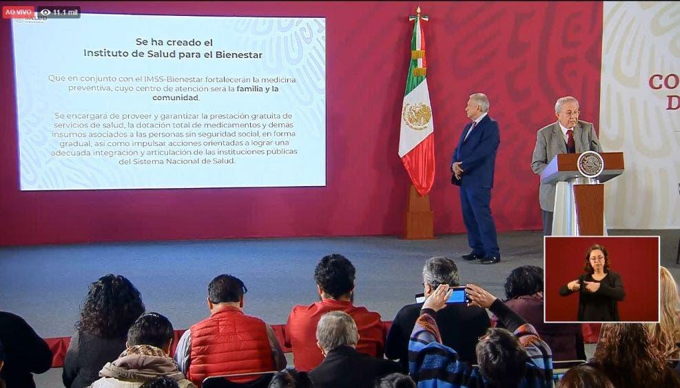 Jorge Carlos Alcocer Varela, secretario de Salud, durante su exposición del día de hoy en la mañanera de AMLO.