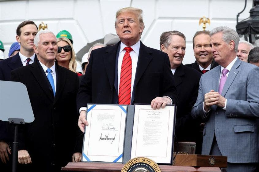 Firma Trump Acuerdo Modificatorio del T-MEC
