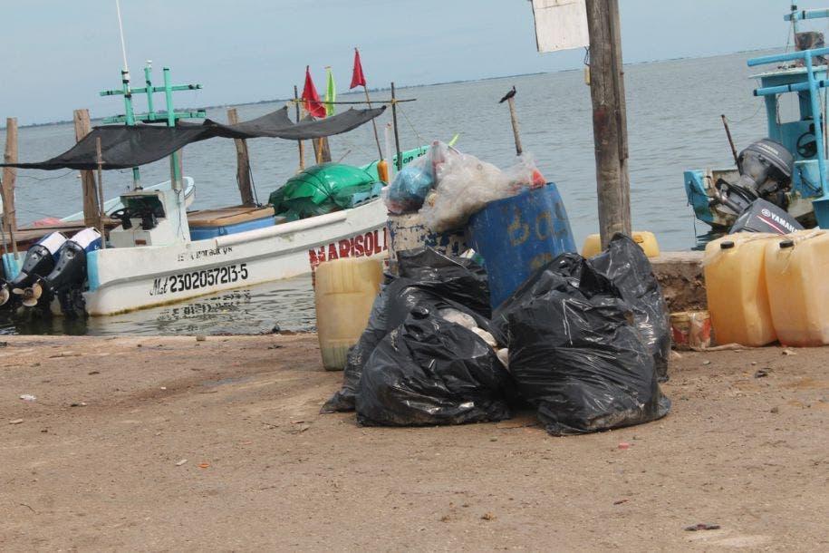 Fuera de control el problema de la basura en isla Holbox.