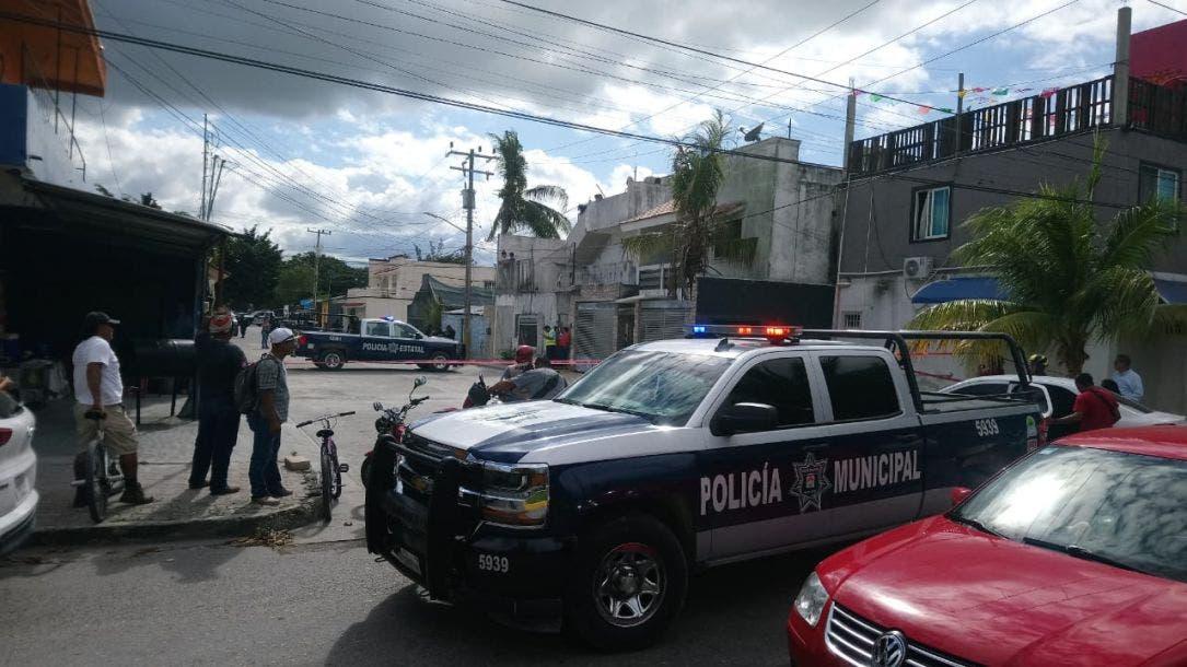 Continúa grave mujer baleada en casa de citas en Cancún; otras dos víctimas de pistoleros están fuera de peligro.
