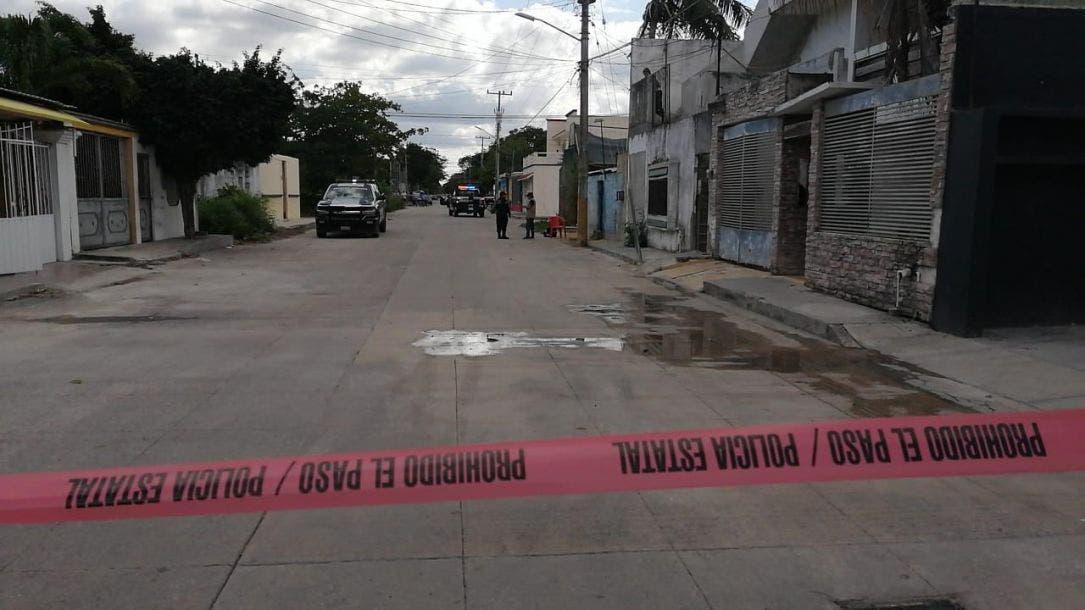 Continúa grave mujer baleada en casa de citas en Cancún.