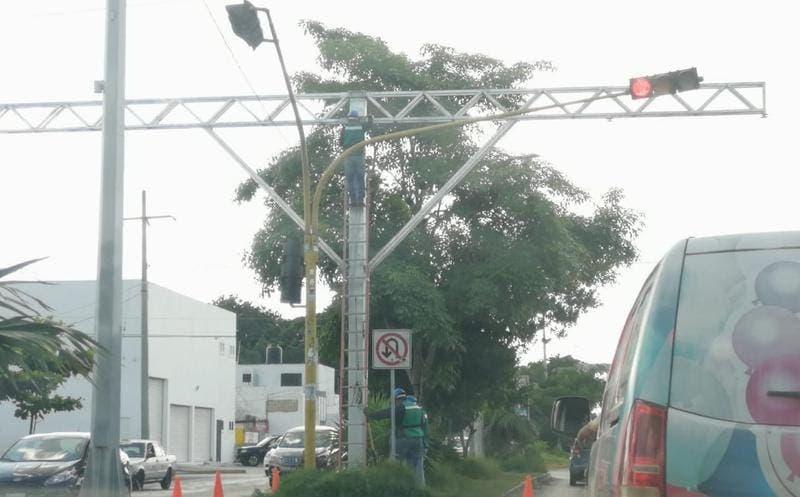 Instalarán 100 lectores de placas vehiculares en Cancún; cámaras serán enlazadas al Centro de Control, Comando, Comunicación y Cómputo (C5).