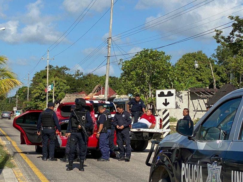 Detienen a presuntos responsables de atentar contra Narda de la Cruz; elementos de la Policía Municipal de Tulum implementaron operativo.