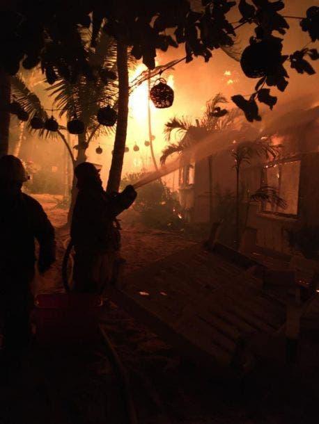 Se quema hotel de la costera de Tulum; seis cabañas y un restaurante del Playa Mabo fueron consumidos por las llamas.