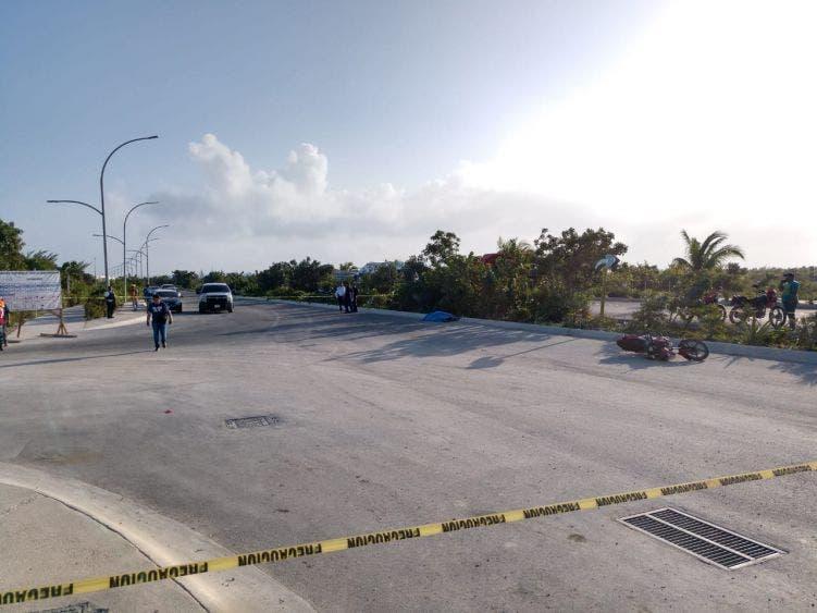 Ejecutan a balazos a guardia de seguridad en Cancún.