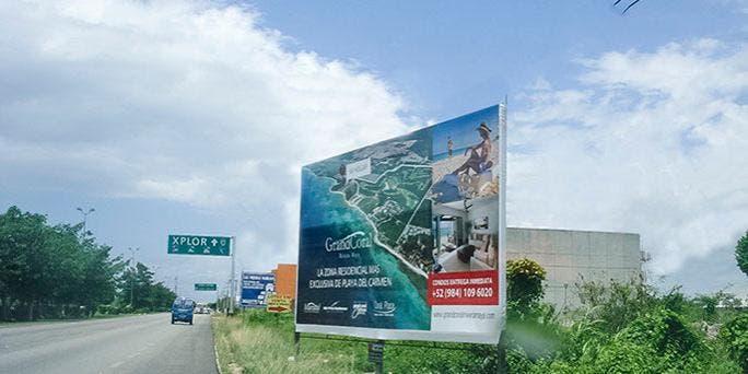 Buscan limpiar Cancún de anuncios espectaculares.