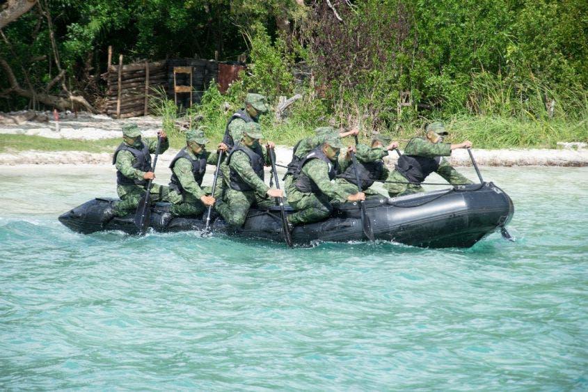 Continúa la búsqueda de tres pescadores en Xcalak.