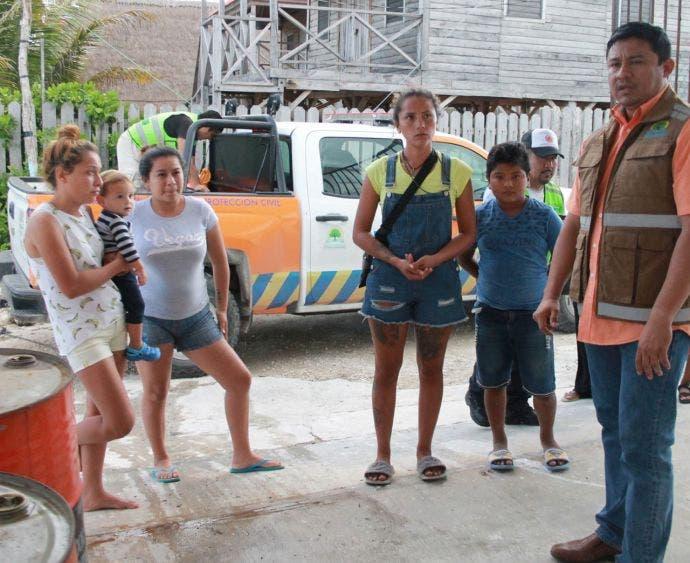 Refuerza Protección Civil búsqueda de pescadores en Xcalak; se realizan sobrevuelos y se une la Guardia Costera de Belice.