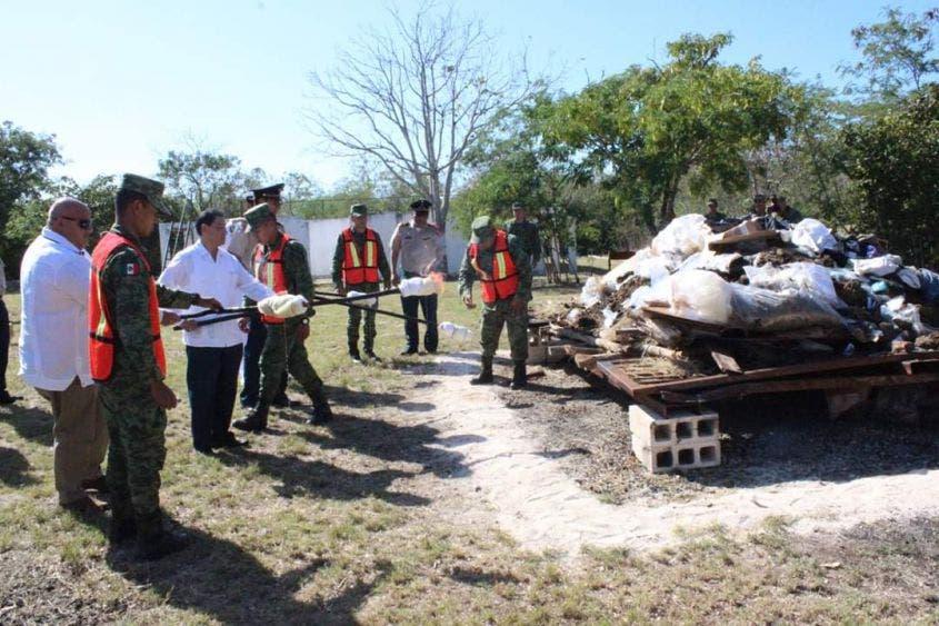 Incineran droga y especies decomisadas en Yucatán; se llevó a cabo en el campo militar del XI Batallón de Infantería de la X Región Militar.