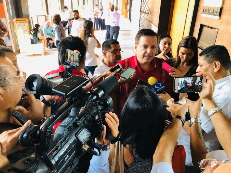 Gestionará el diputado Luis Alegre más recursos para sanidad en aeropuertos; pidió estar conscientes de una amenaza epidemiológica.