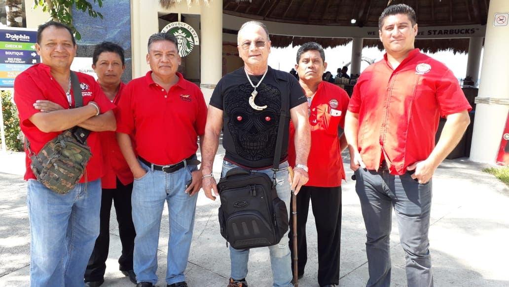 Protestan trabajadores de Dolphin Discovery en Cozumel; la empresa se rehúsa a revisar el contrato colectivo laboral.