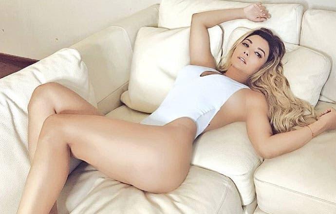 Aleida Núñez presume retaguardia en diminuto bikini amarillo