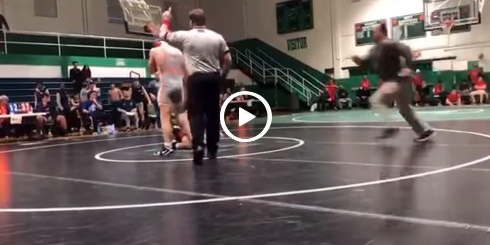 Hombre se mete a combate para defender a su hijo que iba perdiendo (video)