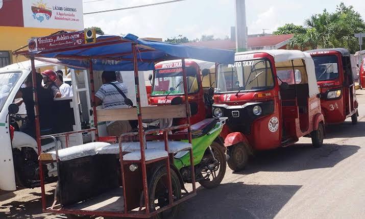 Dejan fuera de reemplacamiento a mototaxis de Lázaro Cárdenas.