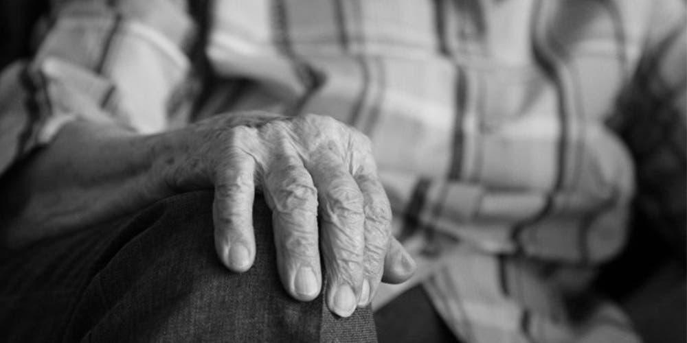 Abuelito que abusó y embarazó a su nieta es encarcelado