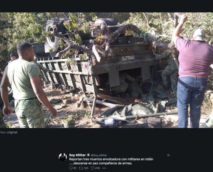 El saldo del aparatoso accidente fueron tres militares fallecidos y 27 lesionados al caer el vehículo a un barranco