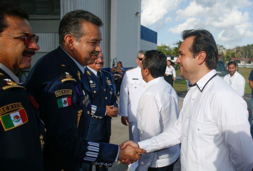 Seguiremos uniendo esfuerzos con los Gobiernos Federal y Estatal, para defender la integridad de los cozumeleños, a fin de seguir manteniendo una isla de paz y segura para sus habitantes y visitantes, afirma el Presidente Municipal