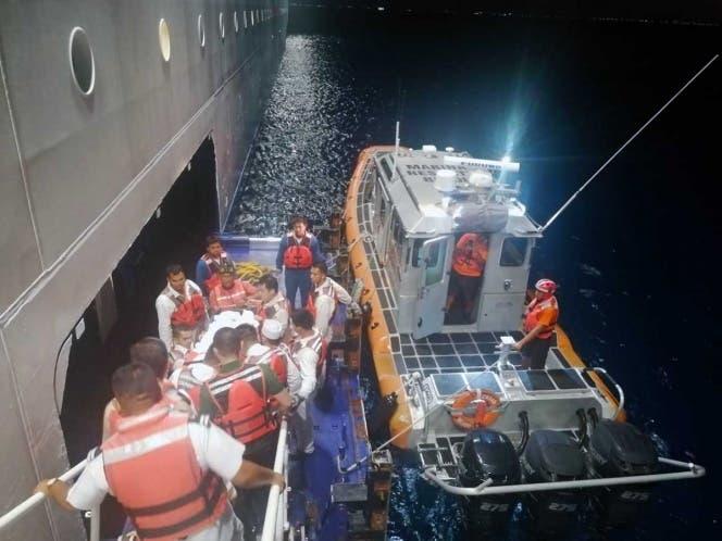 En Isla Mujeres auxilia la Marina a pasajera de crucero accidentada