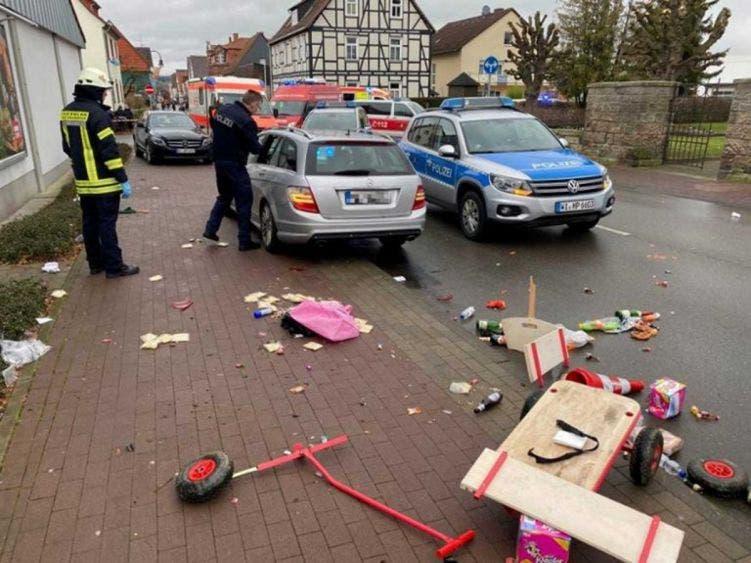 Carnaval: Arrollan a participantes en un desfile en Alemania; autoridades de Volksmarsen informaron que hay varios heridos.