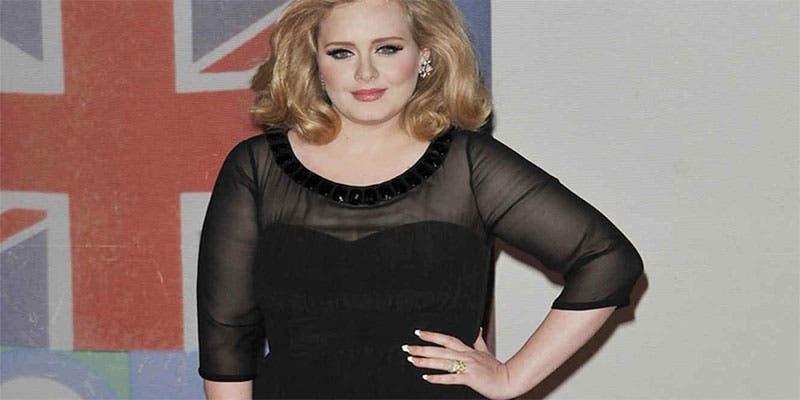 Adele presume su delgada figura en leggins tras perder 70 kilos