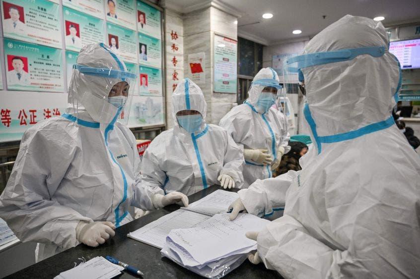 Aunque un importante número de infectados han logrado curarse, las autoridades médicas de China registran también cada día decenas de muertes por el contagio.