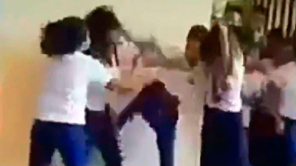 Captan en video cuando una niña sufre bullying en escuela (Foto de archivo)