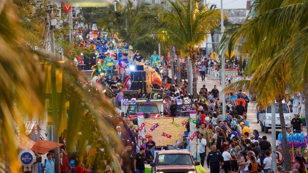 Más de 25 mil espectadores en el Segundo Gran Paseo del Carnaval Cozumel 2020: Pedro Joaquín