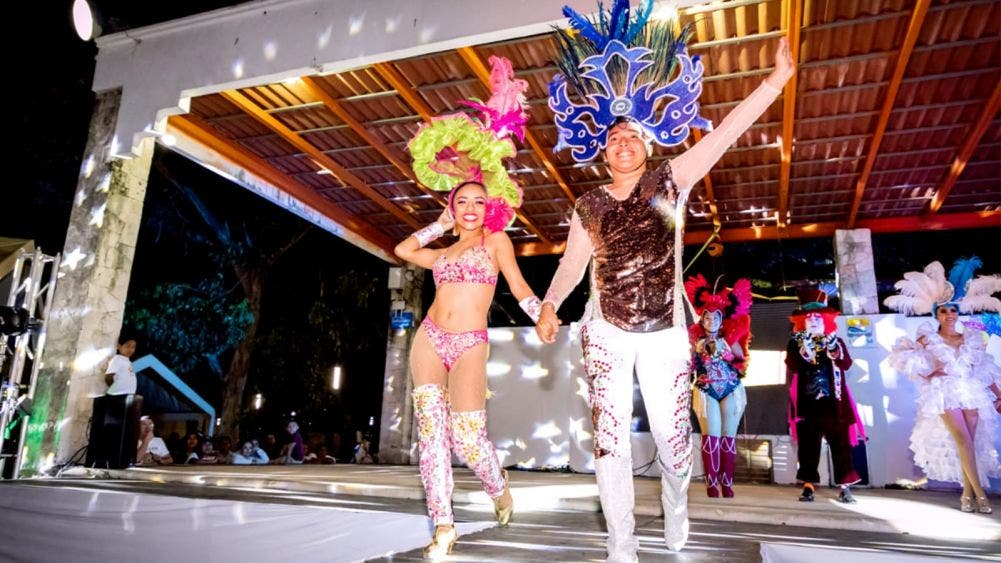 Perla Anhais y Elmer Felipe, soberanos del Carnaval de Tulum 2020