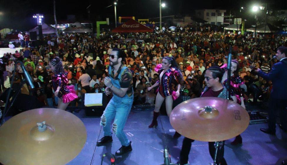 Galindo y sus Teclados, Master Kumbia y Chico Che Chico ponen a bailar a los leoneses en noches llenas de magia