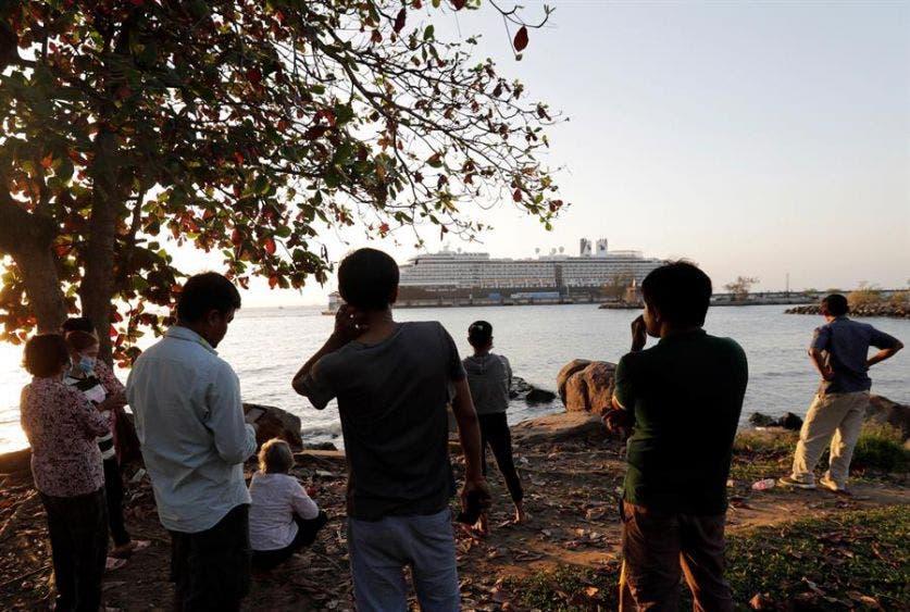 Rechazan crucero en 5 países por temor a coronavirus, llega a Camboya