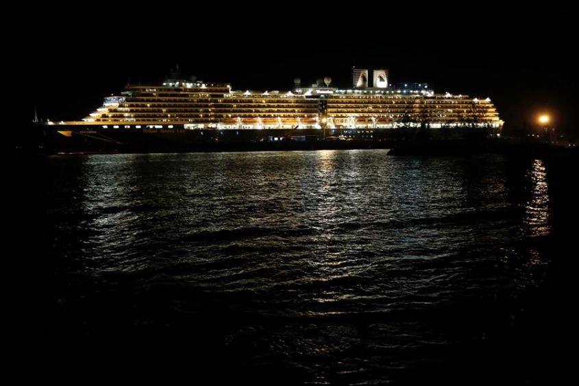 El crucero MS Westerdam atraca en un puerto marítimo de la provincia de Preah Sihanouk, Camboya, el día de hoy 13 de febrero de 2020.