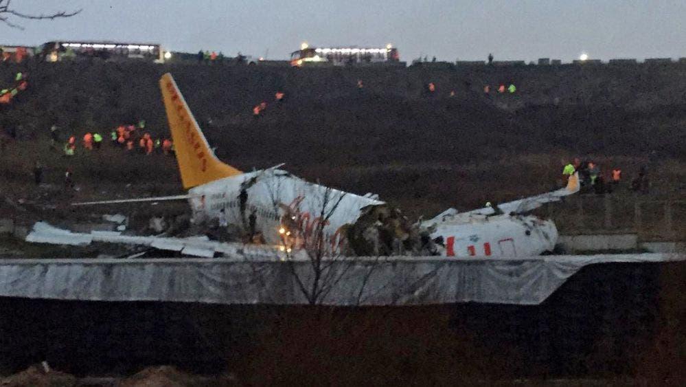 Turquía: Avión con 117 pasajeros se despista y se parte en tres.