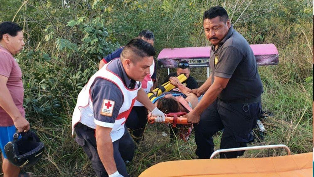 Embarazada sufre accidente en mototaxi; un camión los volteó